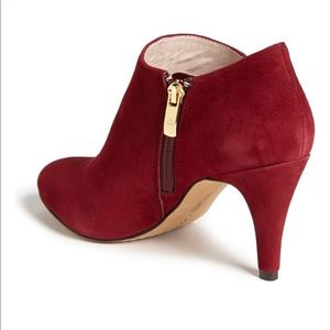 Vince Camuto Size 6 Vive Booties Dark Red Suede